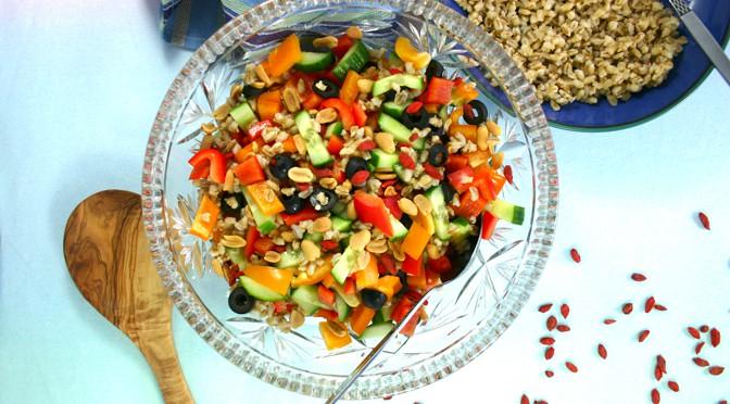 Salat med perlebyg og gojibær